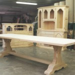 Taula i mobles al taller, Serie Tradicional.